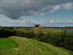 Discovering Ireland: Clonmacnoise (Nadja Golitschek) Tags: klosterruine geschichte ruine friedhof graveyard cross green island ireland