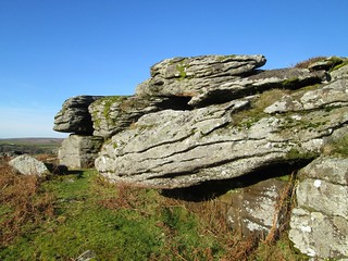 Little Holwell Rock face and Fissures