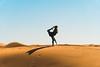 Bea's favorite yoga position (Leo Hidalgo (@yompyz)) Tags: merzouga desert desierto dunas dunes marruecos morocco almaġrib