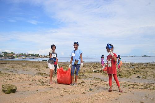 Coastal Clean Up Yegarean Kids - Indonesia