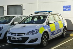 KT66 XSC (S11 AUN) Tags: cleveland police vauxhall astra estate cell cage pod lockup divisional panda car incident response vehicle irv 999 emergencyvehicle kt66xsc