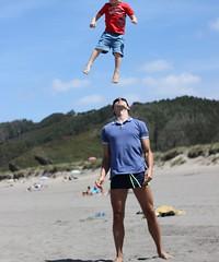 It's raining kids (tripu) Tags: 2017 august summer spain asturias asturies beach tripu standing tossing air weird fun funny sunny kid child jump acrobatics