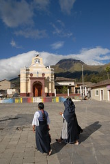 Peguche Ecuador Women and Church (Ilhuicamina) Tags: ecuador kichwa mujeres women iglesia church peguche andean southamerican