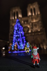 Santa is coming....et la messe de minuit aussi !! (SAY HELLO AT www.bnpix.fr) Tags: xmas xmastree notredame paris france french parisbynight playmo playmobil parisbigcity parisbeautifulcity