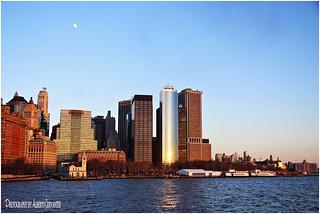 LA LUNA QUE NOS OBSERVA. THE MOON THAT LOOKS US. NEW YORK CITY.