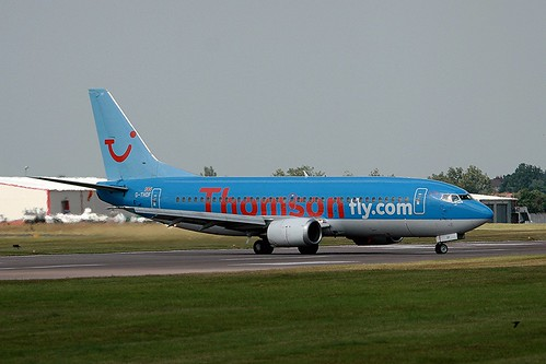 Thomsonfly G-THOF B737-300 Coventry(6)