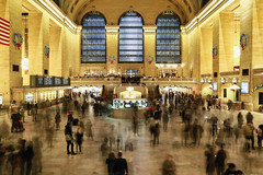 Grand Central Terminal (erichudson78) Tags: usa nyc manhattan midtown grandcentralterminal canoneos6d canonef24105mmf4lisusm longexposure poselongue grandangle wideangle gare station cmwdyellow yellow jaune fromoldtonew smileonsaturday newyorkcity 7dwffreetheme personnes people blur flou silhouettes architecture window fenêtre flickrelite paysageurbain urbanlandscape inside intérieur