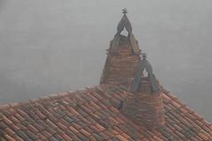 Chimeneas con niebla (dnieper) Tags: niebla castillo chimeneas calatañazor soria spain españa