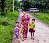 Familia (Nebelkuss) Tags: myanmar mrauku asia mingalaba birmania burma familia family fujixt1 fujinonxf1855