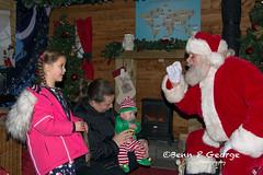 SANTAS-GROTTO-9-12-17-DOBBIES-KINGS-LYNN-(9) (Benn P George Photography) Tags: santasgrotto kingslynn 91217 bennpgeorgephotography santa christmas family georges