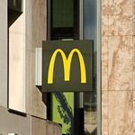 Enseigne du McDonald's Saint-Sever thumbnail