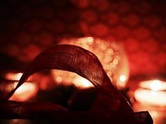 S P R E A D   T H E   L I G H T (Vivi Black) Tags: texture warm inside home color rot bokeh macro hmm macromondays