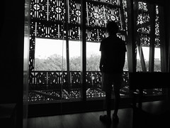 IMG_2802_AAHC_Man_silhouette_b&w_201711 (Stephenie DeKouadio) Tags: canon photography dc dcphotos dcurban urban urbandc washington washingtondc blackandwhite monochrome darkandlight light silhouette man shadow shadows window