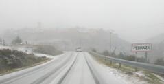 nubes de nieve (pibepa) Tags: pedraza pibepa nieve nevada carretera niebla pueblo con encanto villa villages village segovia de la sierra desde el coche fotomóvil en movimiento fotosdecopiloto