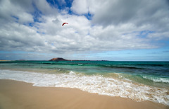 Kite Surfer - Corralejo (Splat Photo) Tags: corralejo corralejofuerteventura fuerteventura canaryislands sea ocean coast beach clouds fluffy lobos kite surfing sony a6500 1018mm 1018 sel1018