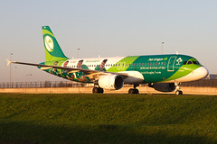 EI-DEO, Airbus A320-214, Aer Lingus (Irish Rugbyteam Livery) at sunset @ Amsterdam Schiphol(EHAM) (Freek Blokzijl) Tags: irfu airbusa320 a320214 aerlingus irishrugbyteam specialmarkings speciallivery sunset afternoon lowlight taxiwayq colourful green rugby taxien arrival dublin amsterdamairport schiphol eham planespotting vliegtuigspotten canon eos7d groothoeklens najaar autumn