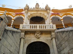 Balcon du Prince (Sur mon chemin, j'ai rencontré...) Tags: séville andalousie espagne arènesdelarealmaestranzadecaballeriadeséville biendintérêtculturel balconduprince elarenal