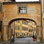 Tuscany, Pisa - arched bridge thumbnail