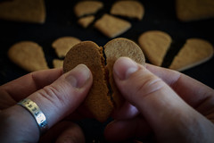 Hjärtekrossaren (MagnusBengtsson) Tags: fs171210 fotosondag brytamonster pepparkakor hjärtan hearts gingerbread