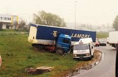 Renault R340 Palaiseau 1992a (mugicalin) Tags: camion truck lkw frenchtruck renault renaulttruck renaultr340 r340 accident années90 transport police policetruck policecar frenchpolice peugeot peugeotj9 j9 bluetruck 1992 bleu