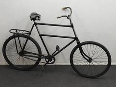 Transportfiets met verhoogd frame (Pablo Hoving 66) Tags: oldtimer heavy duty bicycle transportfiets newborn