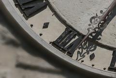 De la relativité du temps (Pi-F) Tags: heure horloge mur closeup aiguille chiffre romain dentelle pierre ombre