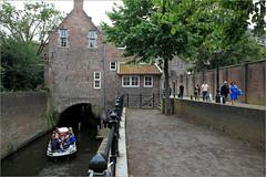 La ville est parcourue de multiples canaux que l'on peut parcourir en barque, S'Hertogenbosch, Brabant-Septentrional, Pays-Bas (claude lina) Tags: claudelina canon paysbas hollande holland nederland brabantseptentrional shertogenbosch boisleduc canal canaux barque