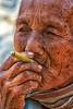 consumando la vita (mat56.) Tags: ritratto ritratti portrait portraits viso face sigaretta cigarette donna woman people persone fumatrice fumo smoke vecchia old lago inle lake myanmar birmania burma asia antonio romei mat56