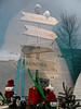 Weihnachts-Schaufenster im KaDeWe 2017 (onnola) Tags: berlin deutschland germany schöneberg kadewe kaufhausdeswestens kaufhaus departmentstore dekoration decoration schaufenster shop display weihnachten christmas window kulisse scenery wichtel elves figur puppe doll wegweiser sign direction ski