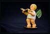 Wendt & Kühn Engel - Volkskunst aus dem  Erzgebirge (videamus) Tags: goldeditionen wendt kühn serie elegant figuren engel 999er gold glanz wertvoll sockel vergoldet limitierte attraktiven begehrtes sammlerstück liebhaber exklusive weihnachten geschenk erzgebirge volkskunst buch lesen gute heimat christmas gift blond blonder freude grüner flügel mit punkten kind