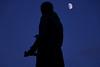 Statue de Grétry (Liège 2017) (LiveFromLiege) Tags: liège luik wallonie belgique architecture liege lüttich liegi lieja belgium europe city visitezliège visitliege urban belgien belgie belgio リエージュ льеж sunset coucher de solseil coucherdesoleil