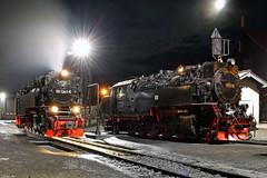 99 7241-5 und 99 236 der Harzer Schmalspurbahnen vor dem Lokschuppen des BW Wernigerode, 31.12.2017 (-cg86-) Tags: harz wernigerode schmalspurbahn sachsenanhalt