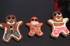 Happy New Year's Eve!!! (dakonst (catching up)) Tags: canon6d christmas ginger gingerman gingerbreadmen konstantinosdaskoulias macro xmas img7731 gingerbreadfamily happynewyear newyearwishes