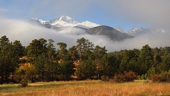 8906ex2 Longs Peak (jjjj56cp) Tags: longspeak rockymountains co colorado estespark snowcapped snowtoppedmountain snowtopped septembersnow highcountry rockymountainnationalparkwilderness 14er rockymountainnationalpark rmnp nationalpark p900 jennypansing fog clouds landscape stanleyview