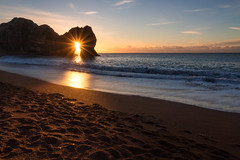 Durdle Door Sunstar (Rich Walker75) Tags: durdledoor dorset beach beaches sunrise sea ocean england landscape landscapes landscapephotography landmark landmarks sunstar dawn morning canon eos100d efs1585mmisusm eos