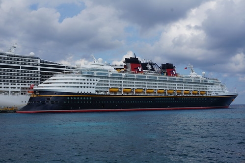 "The Disney Wonder in Cozumel • <a style=""font-size:0.8em;"" href=""http://www.flickr.com/photos/28558260@N04/38168412115/"" target=""_blank"">View on Flickr</a>"