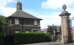 [56695] Blackpool : Stanley Park - Lodge (Budby) Tags: blackpool lancashire stanleypark 20thcentury lodge gatehouse gates