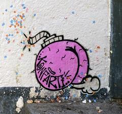 - (txmx 2) Tags: hamburg altona ottensen streetart hallokarlo fart konfetti