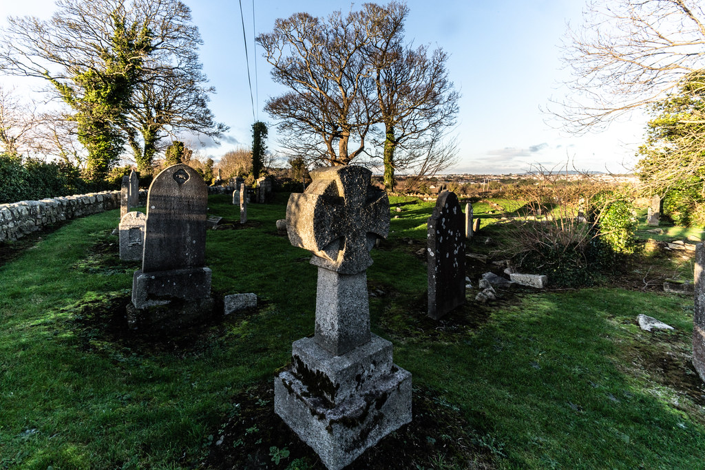 ANCIENT CHURCH AND GRAVEYARD AT TULLY [LAUGHANSTOWN LANE NEAR THE LUAS TRAM STOP]-134604