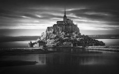 Mont-Saint-Michel XIV (RAM.style) Tags: france frankreich normandie montsaintmichel monastery kloster monochrome fineart infrared infrarot blackwhite schwarzweis bw sw nikon ramstyle ramstylepictures darkstyle darkstylereloaded