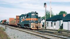 573_ (3)_crop_clean (railfanbear1) Tags: mec dh guilford gp7