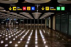 ready, steady, go! (Neticola) Tags: airport lights neticola room shadow sony a7 baralasadolfosuarezt4 barajas adolfosuarez t4