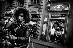Exploding Head (damar47) Tags: strangers people streetphotography streetlife streetstyle streetview monochrome monochromatic florence firenze italia italy blackwhite biancoenero blackandwhite afrohead pentax pentaxart k30 shop