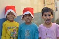 we wish you a merry christmas! (the foreign photographer - ฝรั่งถ่) Tags: three boys santa hats khlong bang bua portraits bangkhen bangkok thailand nikon d3200 christmas 2017