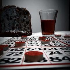 Tradizioni natalizie!!! (Alberto lucifora) Tags: tombola panettone natale vino rosso biancoenero tradizioni numeri