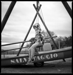 swing with safe (ukke2011) Tags: hasselblad503cw planarcfe8028 ilforddelta100 selfdeveloping rodinal 150 film pellicola 6x6 square 120 bw portrait rittratto mediumformat analog analogico blackandwhite