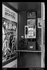 Cabina telefónica (meggiecaminos) Tags: repúblicacheca czechrepublic praga prague cabinatelefónica cabina phonebooth phonebox telefono phone bw bn bianco blanco black negro nero white streetphotography urbanlandscape urbanphotography paisajeurbano fotografíaurbana