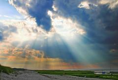 Sky over Cape Cod (Rita Eberle-Wessner) Tags: usa eastcoast massachusetts capecod landscape landschaft wasser water ocean meer ozean himmel sky clouds wolken sonnenstrahlen sunbeams sunrays