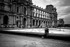 Smartphones (tomabenz) Tags: france noiretblanc urban louvre monochrome paris noir blanc bnw human geometry bw streetview black white europe street photography sony a7rm2 blackandwhite humaningeometry sonya7rm2 streetphotography et impact