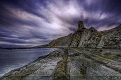 Torre de Guadalmesí (Dancodan) Tags: nikon d7100 paisajes nikkor1024mmf3545gdxswmedifasphericalafs qdd malaka cádiz torredeguadalmesí nubes movimiento playa rocas costa marea mar fb 500px